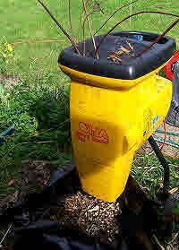 Quiet cut & cut garden shredder